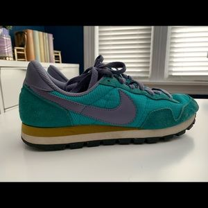Nike vintage inspired athletic shoes